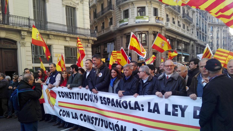 Miles de personas se manifiestan en Barcelona en defensa de la unidad de España