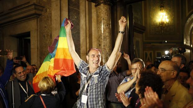 Multan con 400 euros al profesor del instituto de Lérida que dijo que la homosexualidad era antinatural