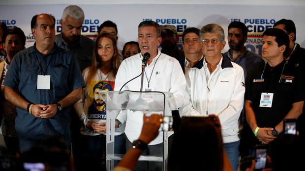 La oposición venezolana denuncia un «megafraude» en las elecciones regionales y pide auditar todos los votos