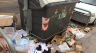 En fotos: la basura desborda a los servicios de limpieza en el Cabanyal