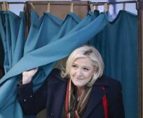 Las imágenes de una jornada electoral histórica en Francia