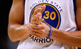 Stephen Curry vuelve a brillar ante los Spurs