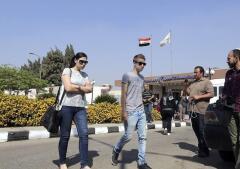 La incertidumbre de los familiares de los desaparecidos del avión París-El Cairo