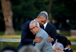 Obama abraza a las víctimas de Hiroshima en su visita