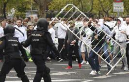Pelea entre la Policía y los ultras del Legia