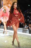El sensual desfile de Victoria's Secret en París