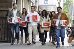 En imágenes: Los equipos de Patxi López, Susana Díaz y Pedro Sánchez presentan sus avales para las primarias del PSOE