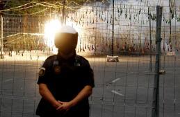 En imágenes: una mascletà de 105 kilos de pólvora acercan a Alicante sus fiestas de Hogueras