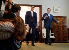 En imágenes: Así ha sido el encuentro entre Rajoy y Sánchez