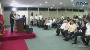 """El presidente de Filipinas se compara con Hitler: """"me gustaría masacrarlos a todos"""""""