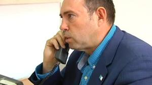 "El Alcalde de Jun tras llamar a Ferraz: ""La han cortado (la llamada). No quieren verificar"