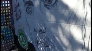 """""""Força, Neto"""": un artista pinta en Barcelona un mural en homenaje al jugador del Chapecoense"""