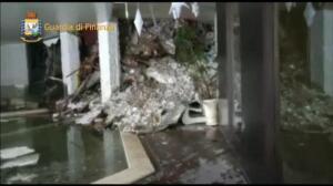 Los equipos de rescate buscan supervivientes en el hotel sepultado por la nieve en Italia