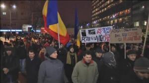Miles de personas salen a la calle en Rumanía contra una ley que permite despenalizar delitos