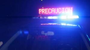 El conductor de un turismo choca brutalmente contra un camión estacionado en Pontevedra
