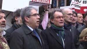 Mas y miembros del Govern apoyan a Homs con Els Segadors