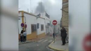 Un coche sin control recorre varios metros ardiendo