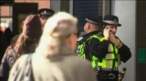 Cuestionado el equipamiento básico sin armas que porta la policía metropolitana en Londres