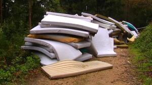Un centenar de colchones abandonados en Vigo