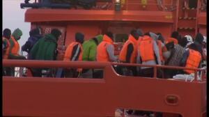 Rescatadas 33 personas de una patera en el mar de Alborán