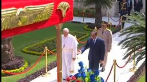 El Papa Francisco aterriza en El Cairo