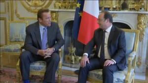 Schwarzenegger recibe la Legión de Honor de manos de Hollande