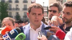 """Rivera dice a Puigdemont que """"se ciña a marco constitucional"""""""