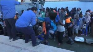 La guardia costera libia intercepta una patera con 562 migrantes