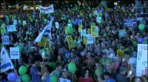 Miles de personas protestan en Tel Aviv contra los 50 años de la ocupación