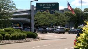 El FBI investiga si el ataque del aeropuerto de Michigan es un atentado terrorista