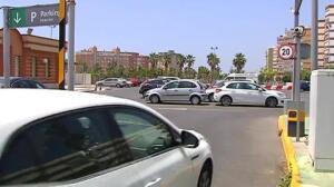 La Policía rescata a una niña de dos años encerrada en un coche a pleno sol