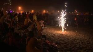 Barcelona celebra la noche mágica de San Juan