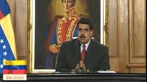 """Maduro denuncia el """"ataque terrorista"""" de un helicóptero"""