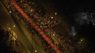 Miles de personas celebran en Turquía el primer aniversario del golpe de Estado fallido