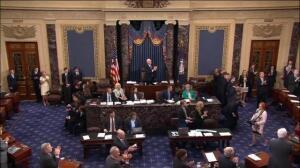 Trump logra por la mínima mantener el proceso para derogar el Obamacare