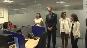 Los Reyes visitan el Servicio Telefónico de violencia de género