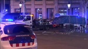 Retiran la furgoneta con la que se ha cometido el atentado en Barcelona