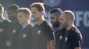 Minuto de silencio en la Ciudad Deportiva del Barça
