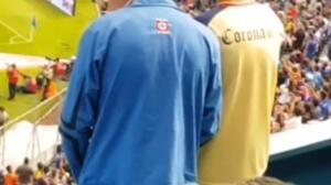 Un joven le narra a su hermano ciego el partido entre el América y el Cruz Azul mexicano