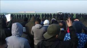 Alrededor de 150 refugiados improvisan un campamento entre Serbia y Croacia para pedir paso a la Unión Europea