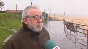 El viento y el oleaje ponen en alerta la cornisa cantábrica y Canarias